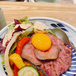 Wagyuukozarashinuchi - ローストビーフ丼(1,000円)