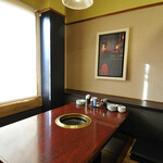 萬家 - テーブル席、個室席をご用意しております