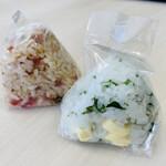 お膳屋 - チーズ大葉おにぎり(110円)+かりかり梅おにぎり(110円)
