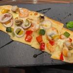 ウラモリBASE COOPER - シーフードピザ