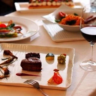 厳選食材を使用した料理をお楽しみください。