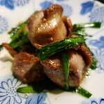 日本橋 逢鳥 - 砂肝と大蒜の芽炒め