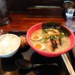 ラーメンたろう - 太郎ラーメン・白ご飯セット(キムチ付)