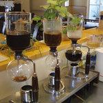カフェ コスモス - サイフォン式でいれるコーヒー