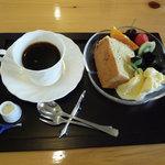カフェ コスモス - マスターお手製のシフォンケーキ
