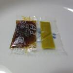 工場レストラン健食たぬみせ - 納豆のタレと辛子