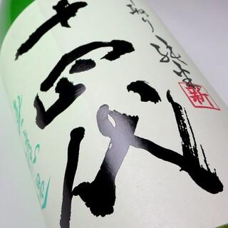 人気24種類の銘柄でお好みの日本酒が!14代は飲み比べのみ