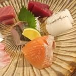 お料理とお酒 実りや - 刺身盛合せ (五種)¥1580~