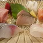 お料理とお酒 実りや - 刺身盛合せ(五種)¥1580~