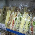 13841547 - サンドイッチ種類豊富です。