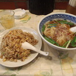桃仙 - 台湾ラーメン+炒飯=\700