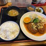定食屋はるな - 料理写真:日替わり定食600円。  定食のご飯はセルフ方式ですがお替りが出来ました。