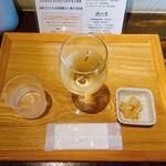 あさり食堂 - ランチ ワイン。350円。