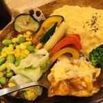 欧風カレーとオムライス リトルヤミー  - 麺リフトならぬ米リフト?オムリフト?