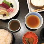 138417838 - お刺身定食(1390円+税)