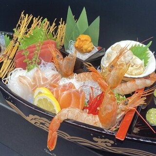 舟盛り刺身8点が1人前1000円!贅沢こぼれ巻き寿司も♪