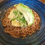 伝好 - 料理写真:冷やし伝好そば 春菊と白なすの天ぷらの後ろにはおぼろ豆腐とわさびがあります