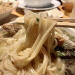 ラーメン小金太 - 麺は中細麺で福岡で言うヤワに近いのも好印象♡