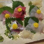 喜久寿司 - 刺身盛り合わせ