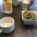 ムサシノバル - スープとサラダがつきます。