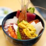 札幌市場めし まるさん亭 - 料理写真:季節の海鮮丼2950