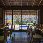 和食 花の茶屋 - 落ち着きのあるゆったりとした店内
