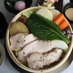 箱根 明か蔵 - 料理写真:富士山麓育ちの太陽チキン、彩り野菜