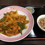 かな芽 - 料理写真:中華風チキンカレーライス830円