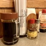 味のとんかつ 丸一 - 味変で醤油貰って使ってみると醤油も鹿児島よろしく甘目ww