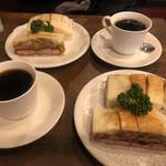 ニューアストリア - カツサンド(野菜入り)とブレンド