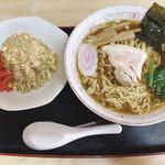 倉田屋食堂 - 料理写真:ラーメンと半チャーハン 820円