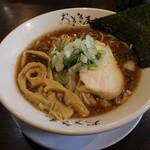 ラーメン おざき屋 - 牛骨醤油ラーメン(750円、斜め上から)