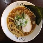 ラーメン おざき屋 - 牛骨醤油ラーメン(750円、真上から)