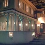 カフェ・ビアレストラン エル・トマ - 夜の外観も素敵!