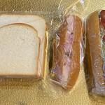 冨士家パン - 料理写真:食パン山形、四角各1枚(6枚切りカット) ひのなサラダパン、ホットドック。
