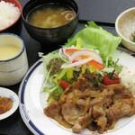 かんぽの宿 潮来 - 生姜焼き定食(今の時期は茶碗蒸しではなく小鉢をお付けしています。)