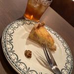ティーハウス ホルン - 本日の和紅茶と、本日のキッシュ  キッシュにマスタード添えが嬉しい