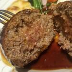 Shichijou - 断面❗ ハンバーグステーキデミグラスソース~ベーコンエッグ添え 2,000円税抜