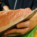 魚志 - 青森県の津軽で水揚げされた黒鮪の腹上(大トロの部位)