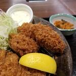 とんかつ 和幸 - 牡蠣3コ。