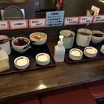 本格豚骨ラーメン 恵壱 - 無料のお惣菜コーナーがあって九州っぽい