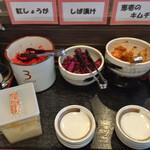本格豚骨ラーメン 恵壱 - 無料のお惣菜コーナー   その1