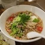 スクンビット ソイ55 - トマトチャーンノーイ麺