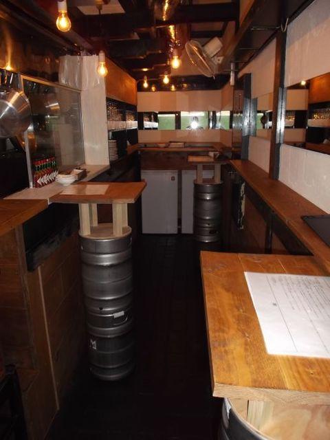 クラフトビアバル IBREW 銀座1丁目店 - 店内スタンディングテーブル