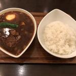 Supukareyaoodori - 黒のハンバーグカレー