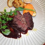 サイトウ洋食店 - 牛ほほ肉の赤ワイン煮、カット