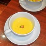 サイトウ洋食店 - テーブルチャージで出たカボチャスープ