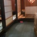 中国飯店 桃花島 - カウンター席と小上がり座敷です