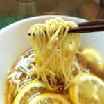 りんすず食堂 - 麺は細くて断面が円く、バツバツとした噛み応えのあるもの。結構好きなタイプだ