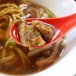 りんすず食堂 - 脱脂したホルモンは、関西で言うところの「あぶらかす」。蕎麦つゆに豊かなコクを加える